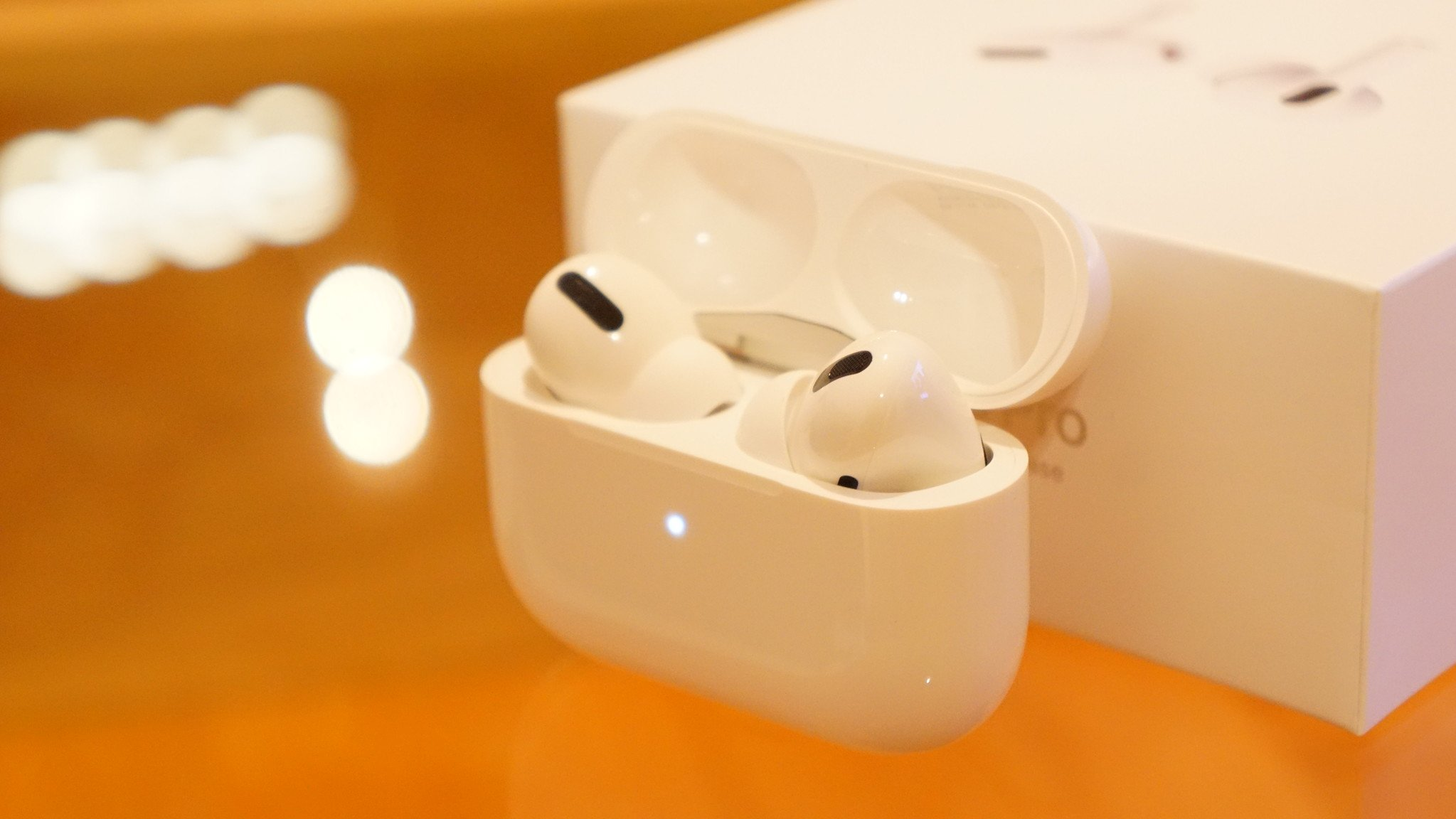 Apple、「AirPods Pro」に発売後初のアップデート配信